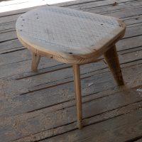 Petite table basse pied trapèze